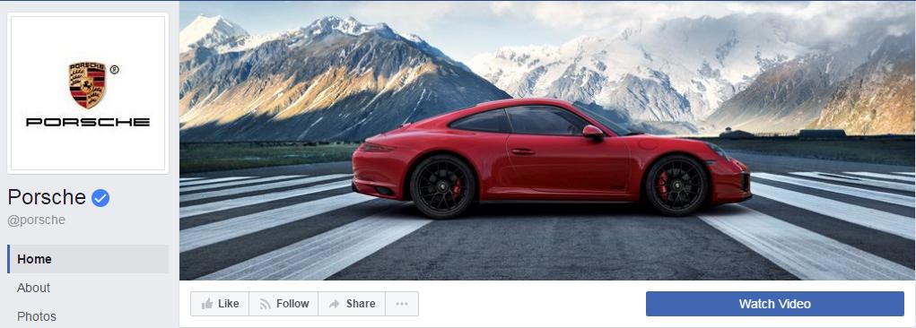 На странице компании Porsche синяя кнопка призывает к просмотру видео
