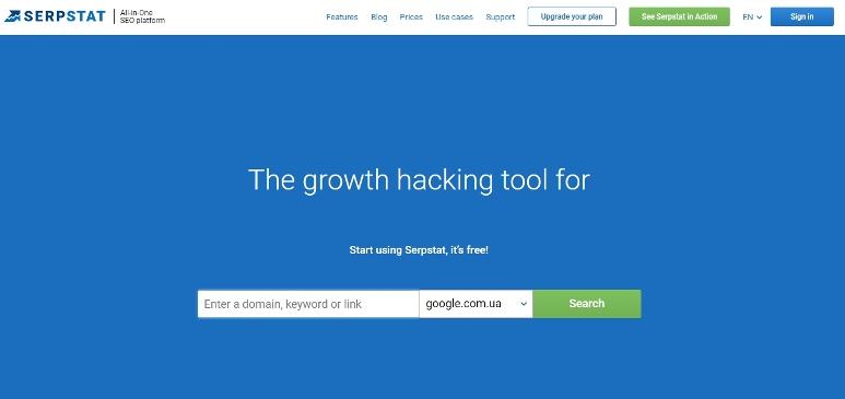 Уже на главной странице сервиса вы можете выбрать поисковую систему для проверки и ввести адрес своего сайта.
