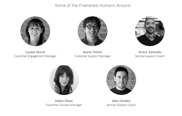 """Фото офиса и лица """"самых дружелюбных людей"""" из разных отделов поддержки - вот чем располагает к себе эта страница."""